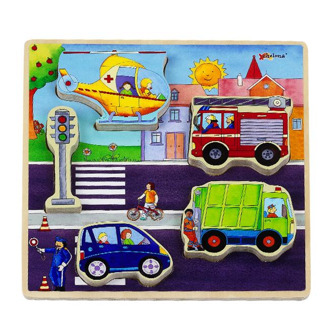 Verkehr mit Helikopter Feuerwehr Muellwagen und Ampel